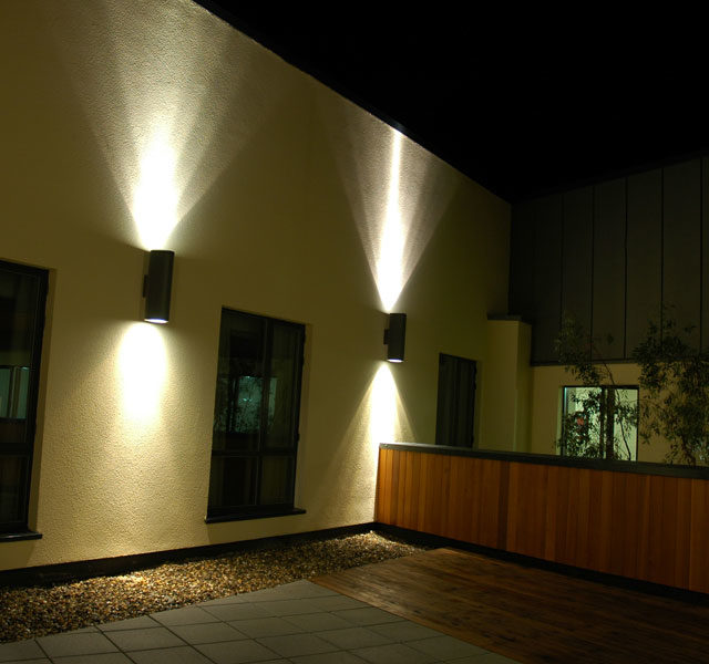 Expert Q&A: Between Uplights and Downlights which provides more light?